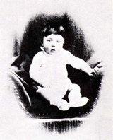 Un beau bébé, un destin répugnant ! Baby-hitler2024