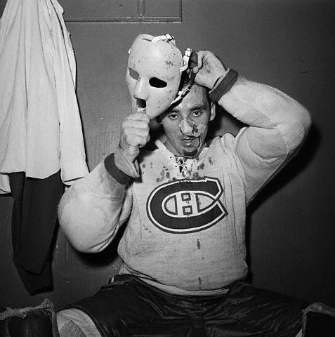 http://www.lessignets.com/signetsdiane/calendrier/images/mars/27/Jacques_Plante_Putting_on_Mask_gr75.jpg