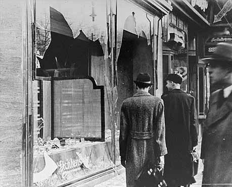 Ce n'était qu'un début... Kristallnacht_example_of_physical_damage2232